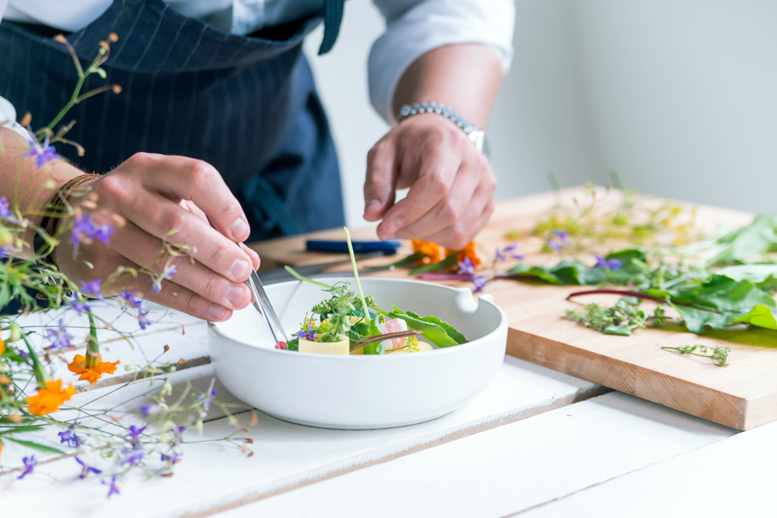 Tasmanian Cooking Experience, JetCity Leisure Charter Packages